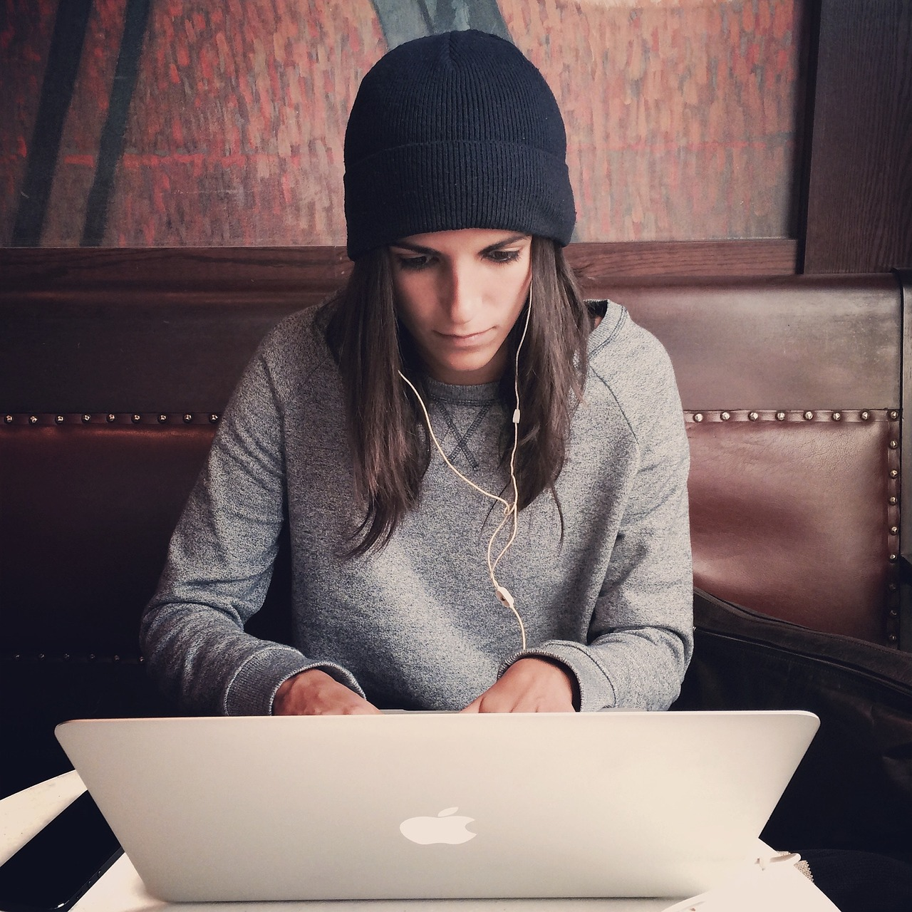 girl-using-a-computer